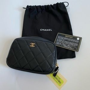 CHANEL Caviar Quilted Small Pouch Cosmetic Case